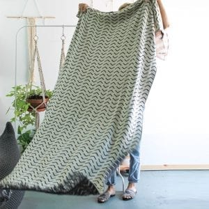 Aaida blanket – dark gray & ivory
